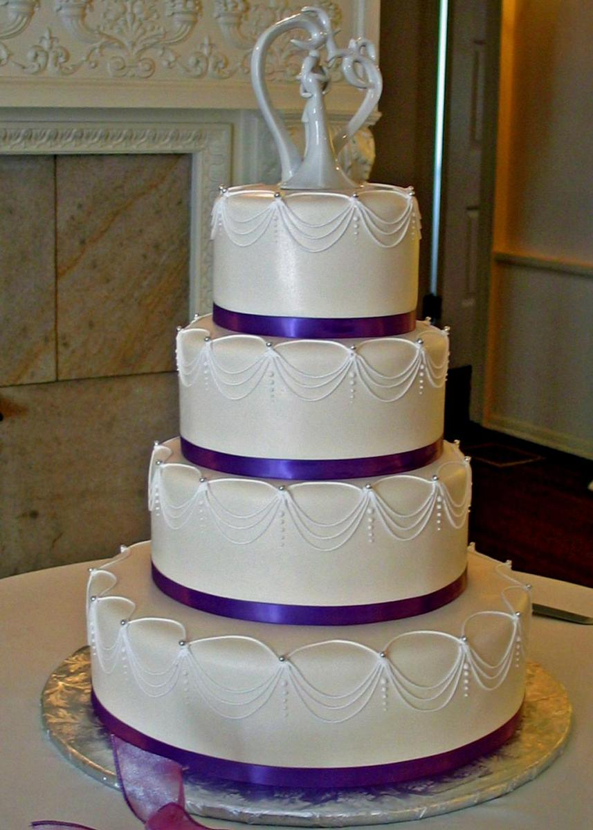 elegant wedding cakes  Find image